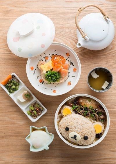 炭火燒鳥野菇滑蛋蓋飯280元(前)/拉拉熊造型蓋飯定食,米飯及豆腐、魚板等小菜都...