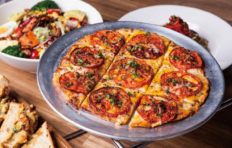 以健康蔬食為主的義式創意料理餐廳「MiaCucina」。圖/新光三越台南新天地提...