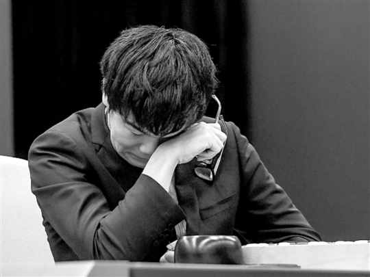 今年5月在「人機大戰」中失手後,世界圍棋第一人柯潔哭了。(取自封面新聞)