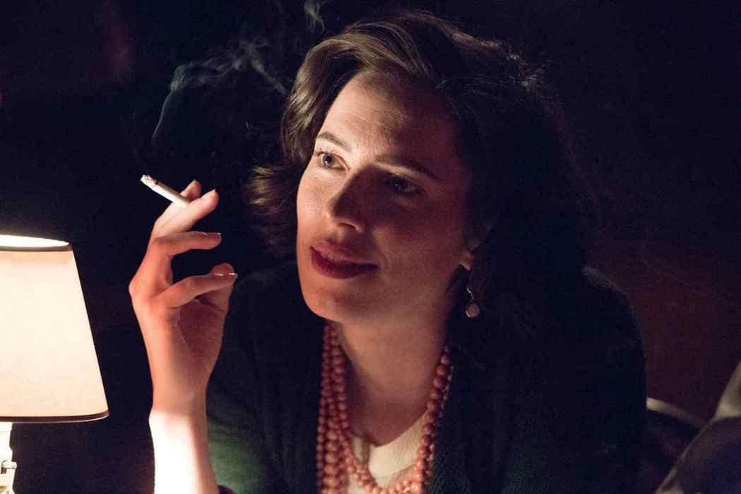蕾貝卡霍爾扮演「神力女超人」原創者的妻子。圖/索尼提供( ※ 提醒您:抽菸,有礙...