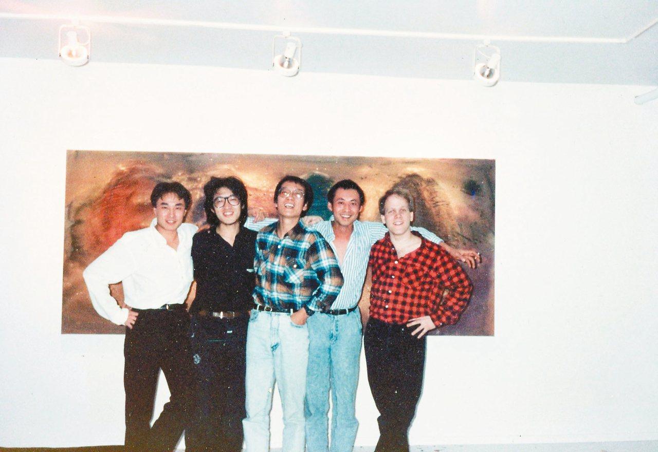 1989年2月的紐約,嚴力(左起)、貝嶺、劉曉波、畫家張偉、蘇哲安在蘇哲安母親的...