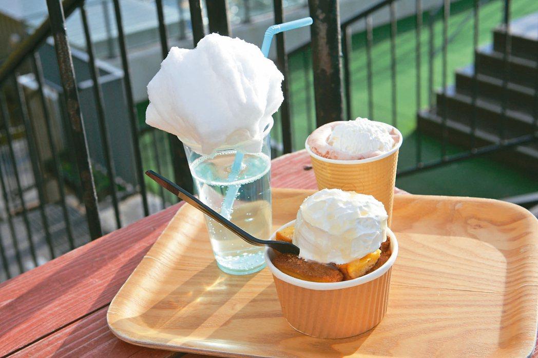 雲海咖啡廳販售多款以雲海為主題的甜點飲品。 記者陳睿中/攝影
