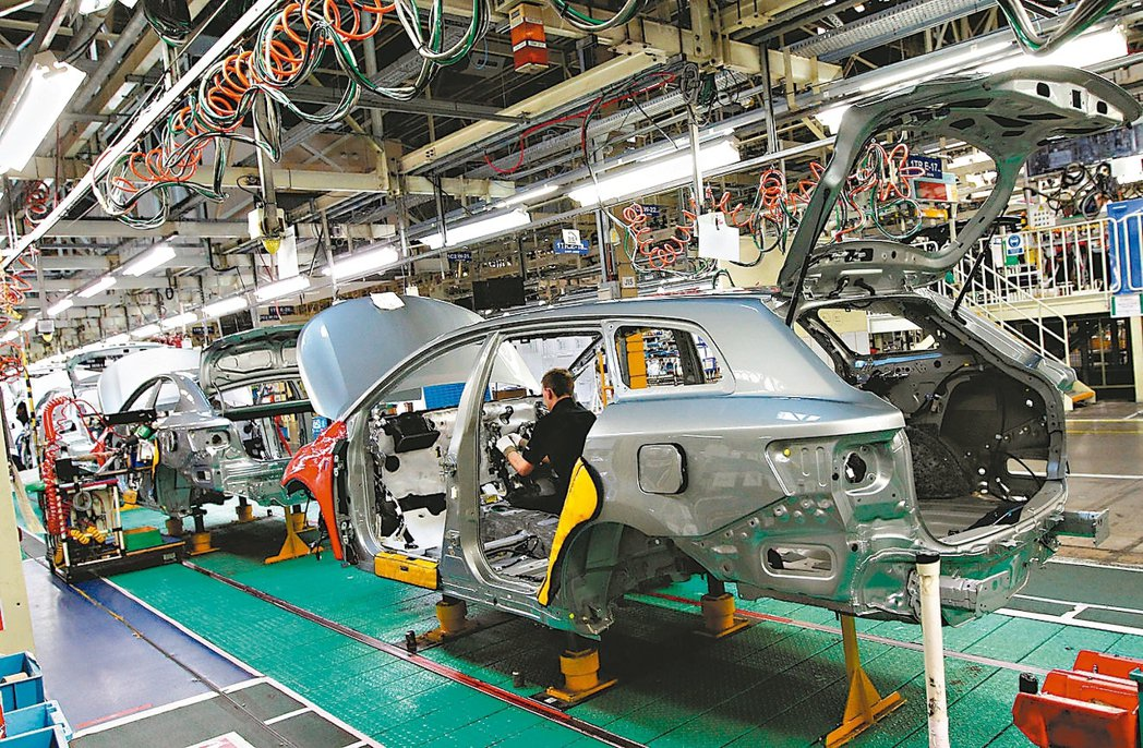 英國上月製造業景氣轉強,加上通膨壓力提升,帶動英國央行2日宣布10年來首度升息的...