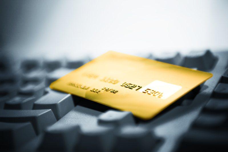 網路代購國外商品興起,台中市法制局強調網購食品未經檢驗或未貼中文標示,都可罰3萬到300萬元。(示意圖) 圖/ingimage授權