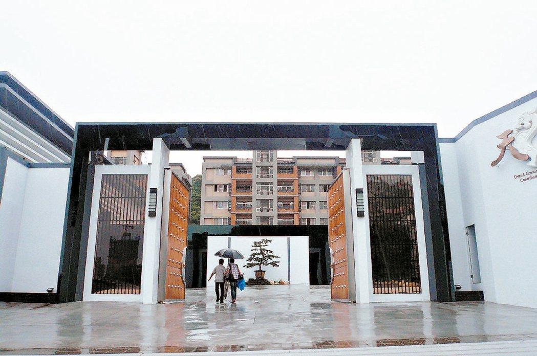士林官邸重劃區推案起跑,由凱祺建設投資興建的「天子」每戶215 坪,每坪要價18...