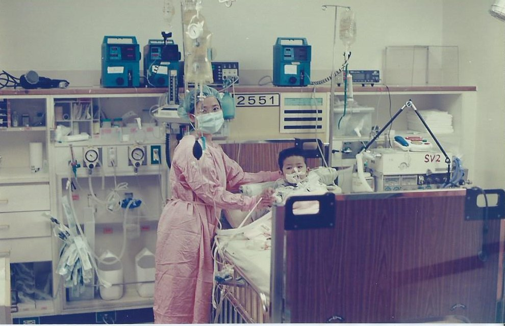 1998一歲四個月。高雄長庚醫院活體肝臟移植手術(肝臟移植隔離加護病房)。 圖/...