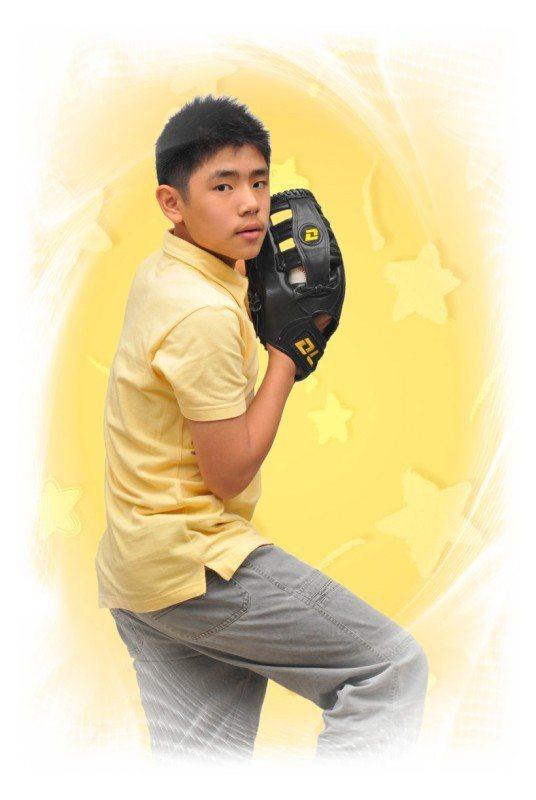 2008十二歲。小學畢業。開始接觸棒球、壘球。 圖/楊慧鉑提供