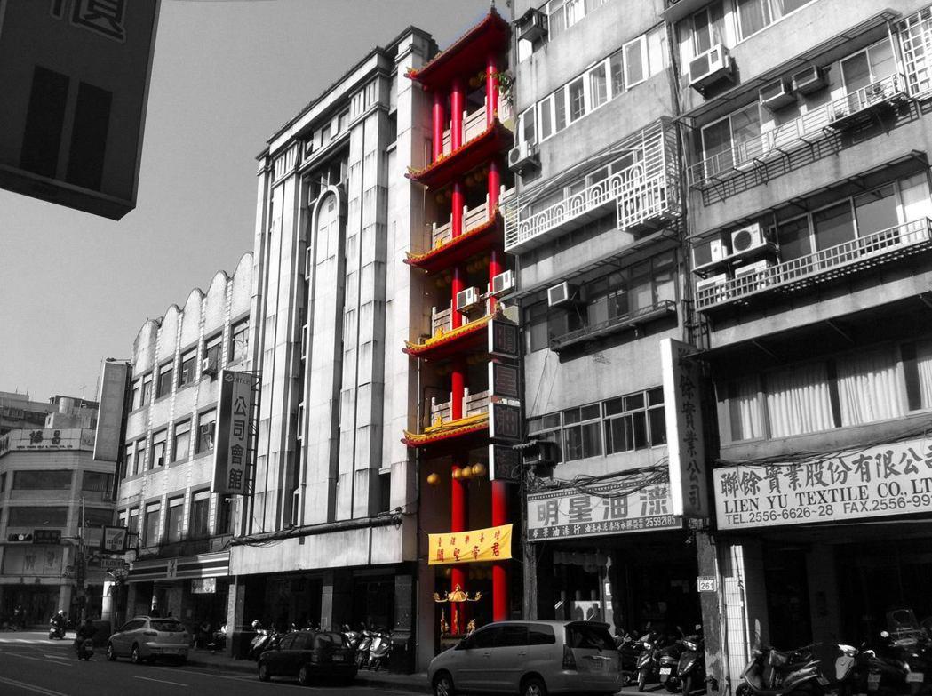 台北大同臺疆樂善壇是街屋廟的形式。 圖/Willipodia