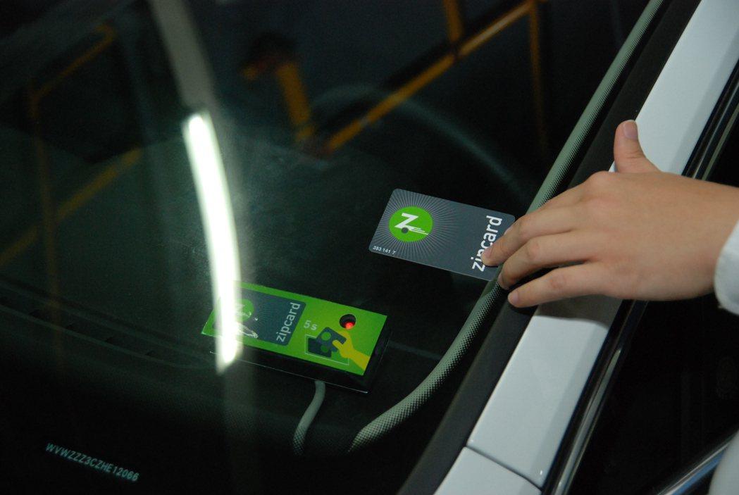 用戶只需透過Zipcard或app,即可輕鬆解鎖預訂車輛。 記者林鼎智/攝影