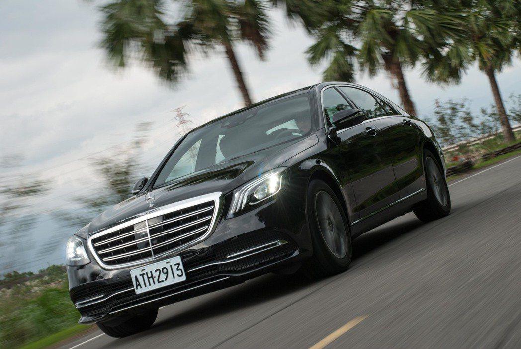 Mercedes-Benz S450L。記者林昱丞/攝影