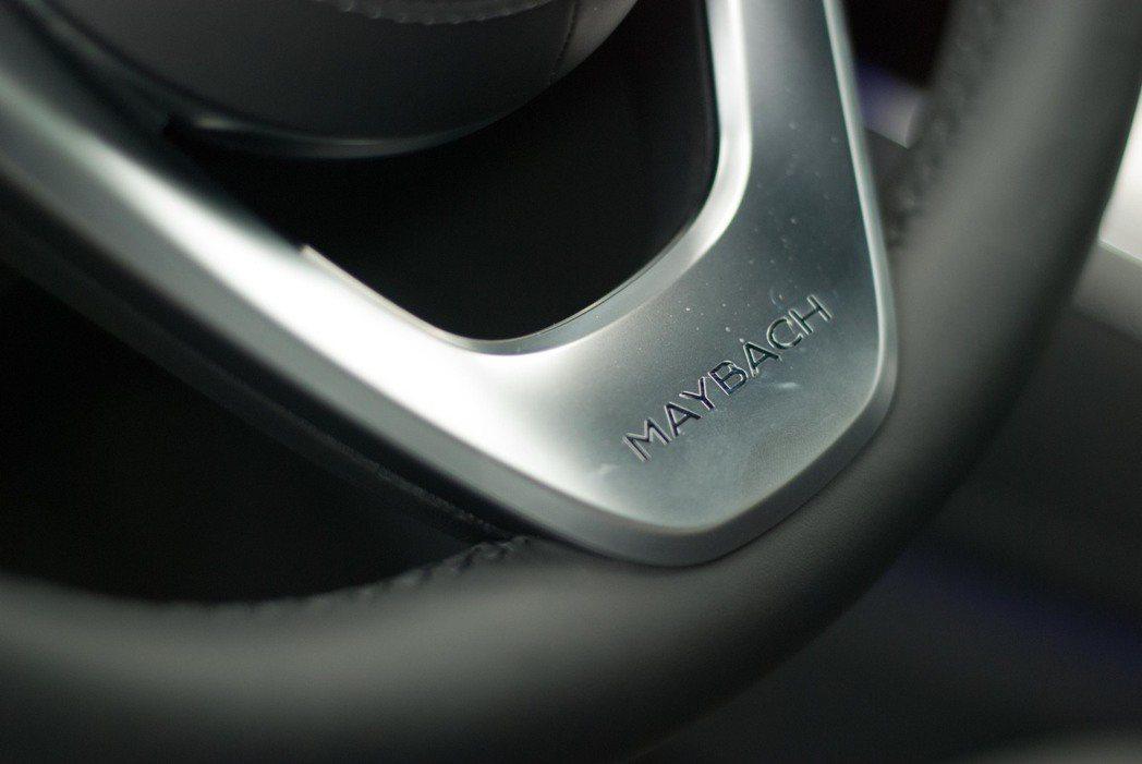 Mercedes-Maybach S-Class方向盤下方的標誌。記者林昱丞/攝...