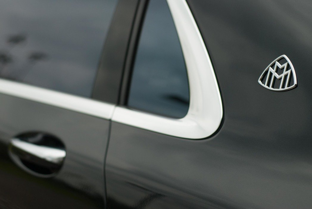 Mercedes-Maybach S650 C柱上的徽飾。記者林昱丞/攝影