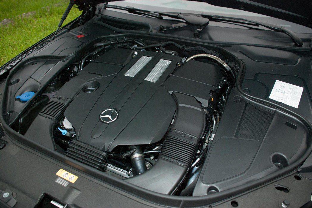 Mercedes-Benz S450L使用3.0升 V6渦輪增壓汽油引擎。記者林...