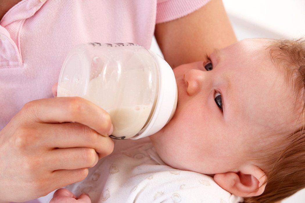 食藥署曾抽測市售標示「PC」、「PES」、「PPSV」材質的塑膠奶瓶,發現三種都...