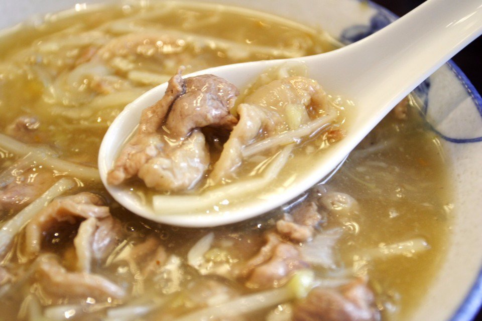 大火快炒的美味鴨肉,搭配濃稠勾芡的羹湯,滿滿一碗鴨肉羹好豐盛!(Flickr授權...