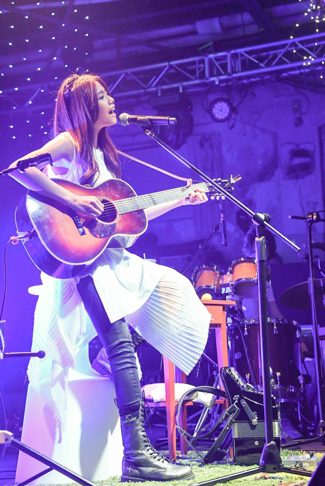 吳汶芳在新專輯前先舉辦4場「美好」Live巡迴演唱會。圖/福茂唱片提供