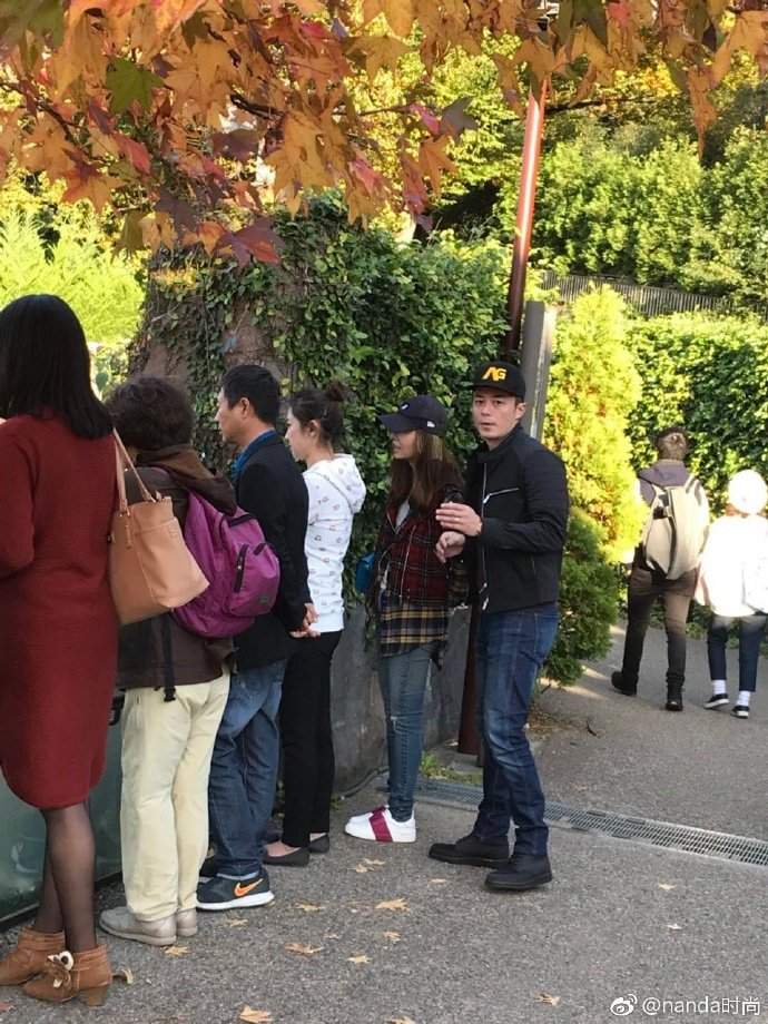 網友捕捉到霍建華(右)、林心如現身東京上野動物園。圖/摘自微博