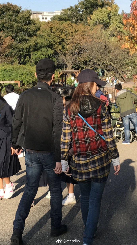 網友捕捉到霍建華(左)、林心如現身東京上野動物園。圖/摘自微博