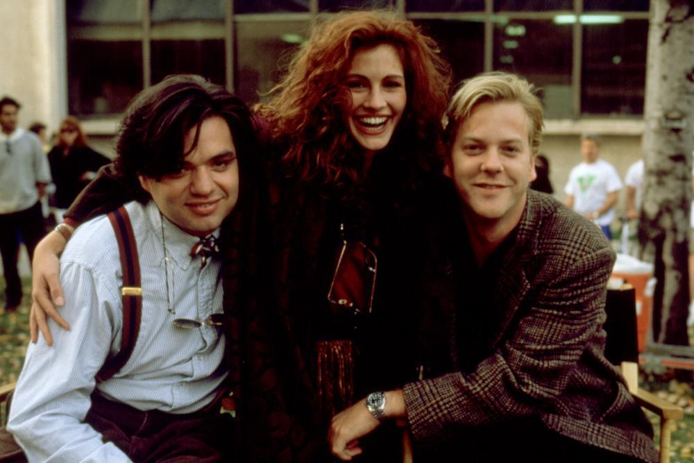 茱莉亞羅勃茲因演出「別闖陰陽界」和基佛蘇特蘭(右)大談戀愛。圖/摘自imdb