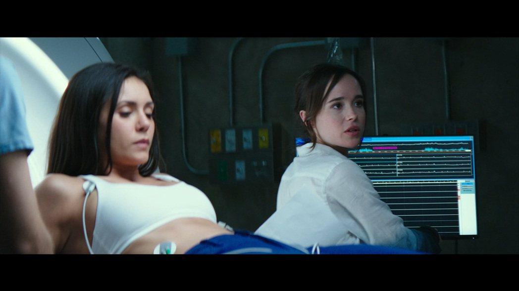 妮娜杜伯瑞(左)與艾倫佩姬在「別闖陰陽界」因致命實驗惹禍上身。圖/摘自imdb