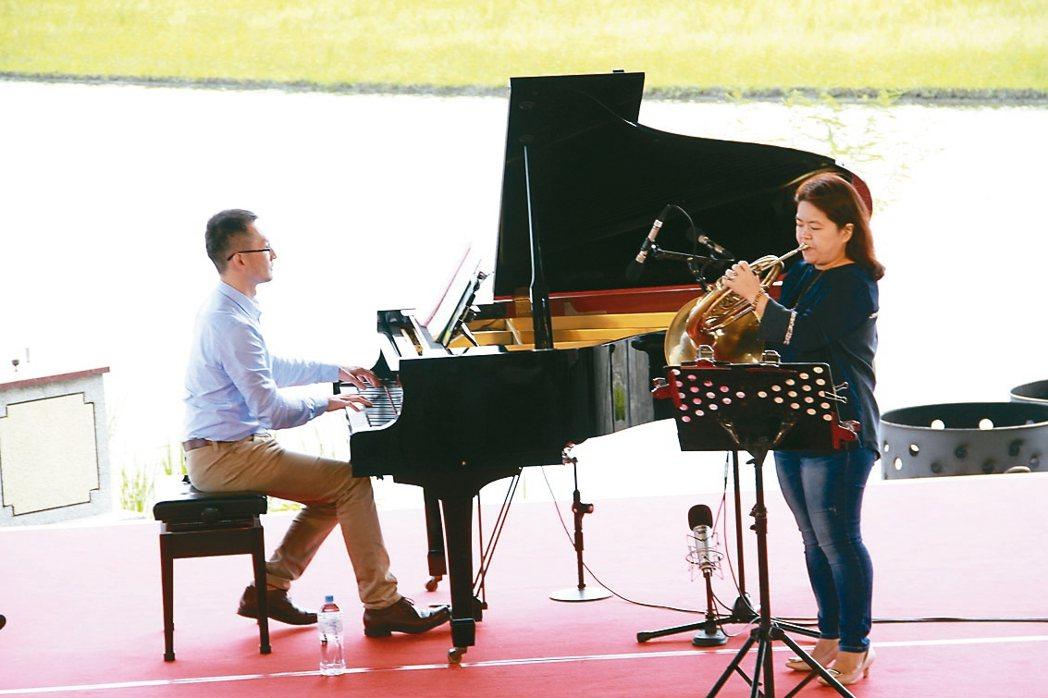 宜蘭縣獨創水田音樂會,國家級的音樂家就在水田邊演出,今年演出的是國家交響樂團法國...