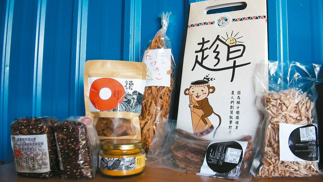 新美村有機農業發展協會發掘許多古老的傳統雜糧作物。 記者謝恩得/攝影