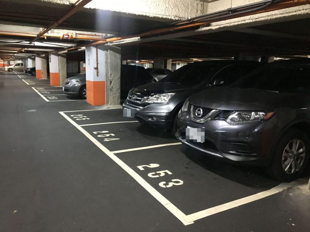 為避免欠費大戶繼續開車趴趴走,桃園市交通局指出要加強智慧辨識系統,避免欠費車輛入...