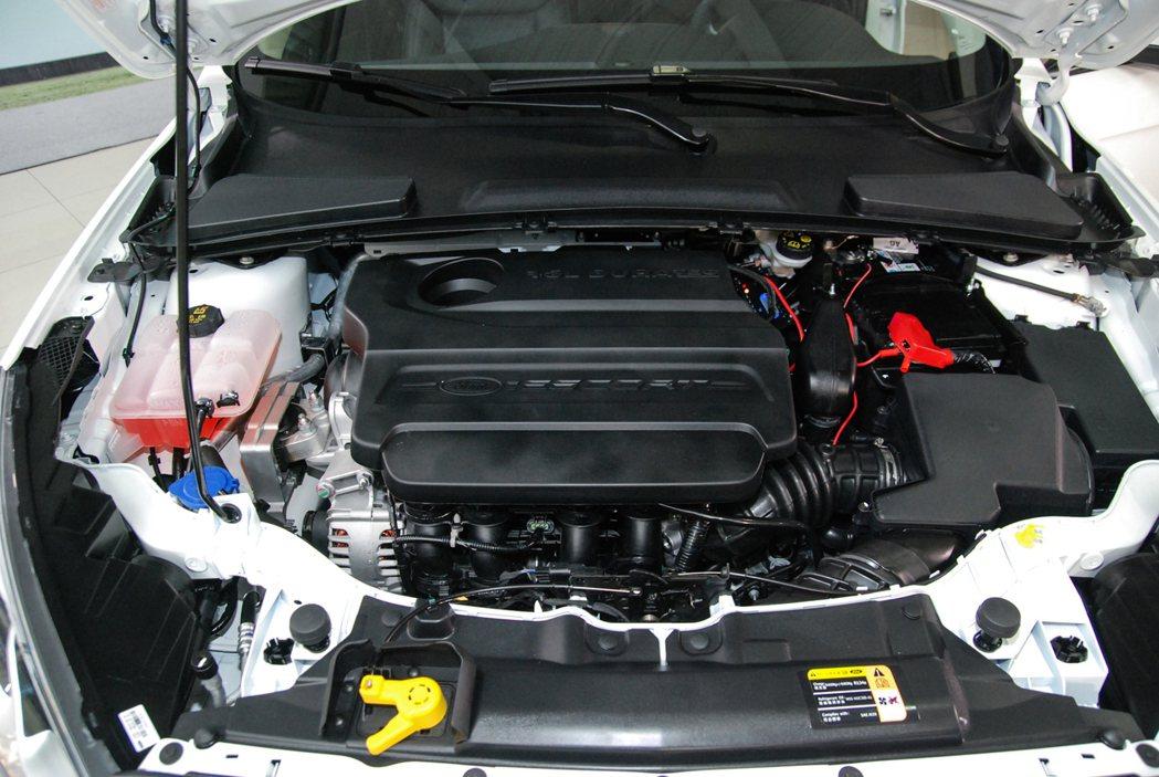 Ford Escort 全車系皆採用 1.5L 自然進氣引擎,搭配 SelectShift™六速手自排變速箱,帳面數據為 113 匹 /14.5公斤米。 記者林鼎智/攝影