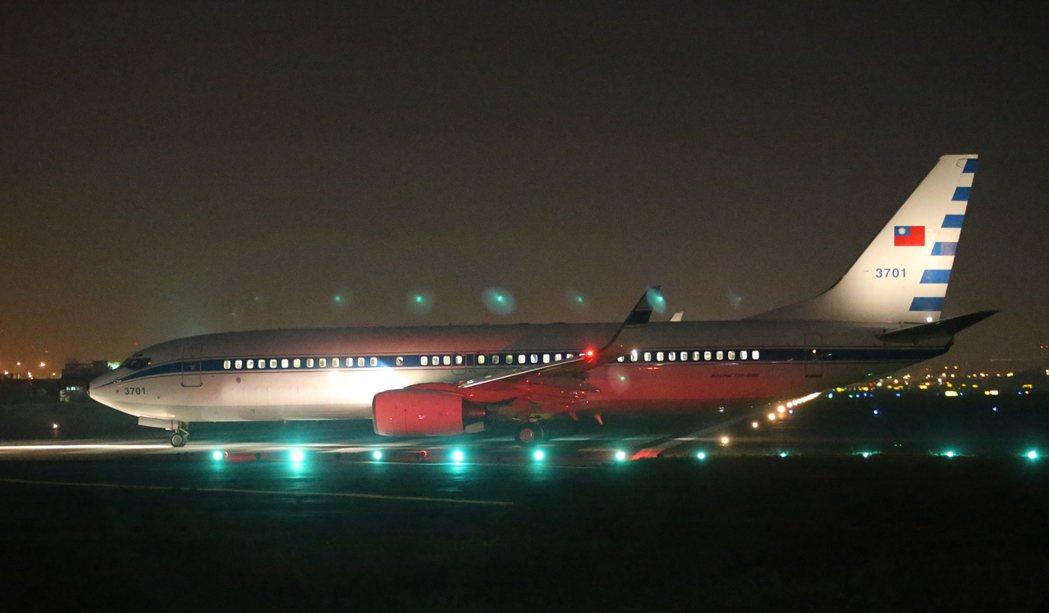 空軍現役的3701號波音737-800總統專機,2000年服役,至今仍有「九成新...