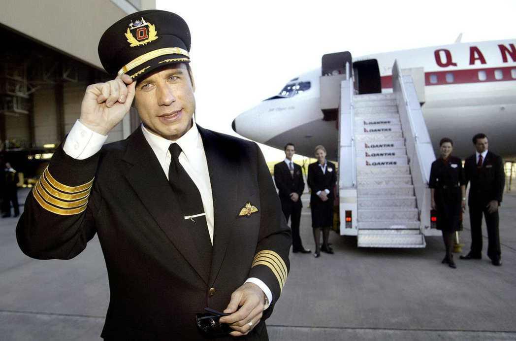 約翰屈伏塔購買一架波音707擔任座機,經常親自駕駛。 (美聯社)