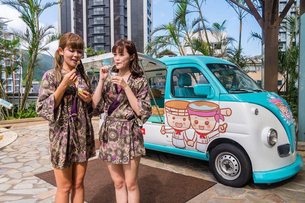 池畔胖卡車在下午茶時間提供日式蕨餅,搭黑糖蜜與芝麻花生粉超讚。