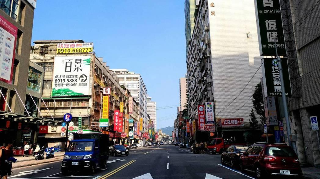 房仲統計主要都會區10月中古屋房價,跌多漲少,新北市跌2%最多 記者游智文/攝影