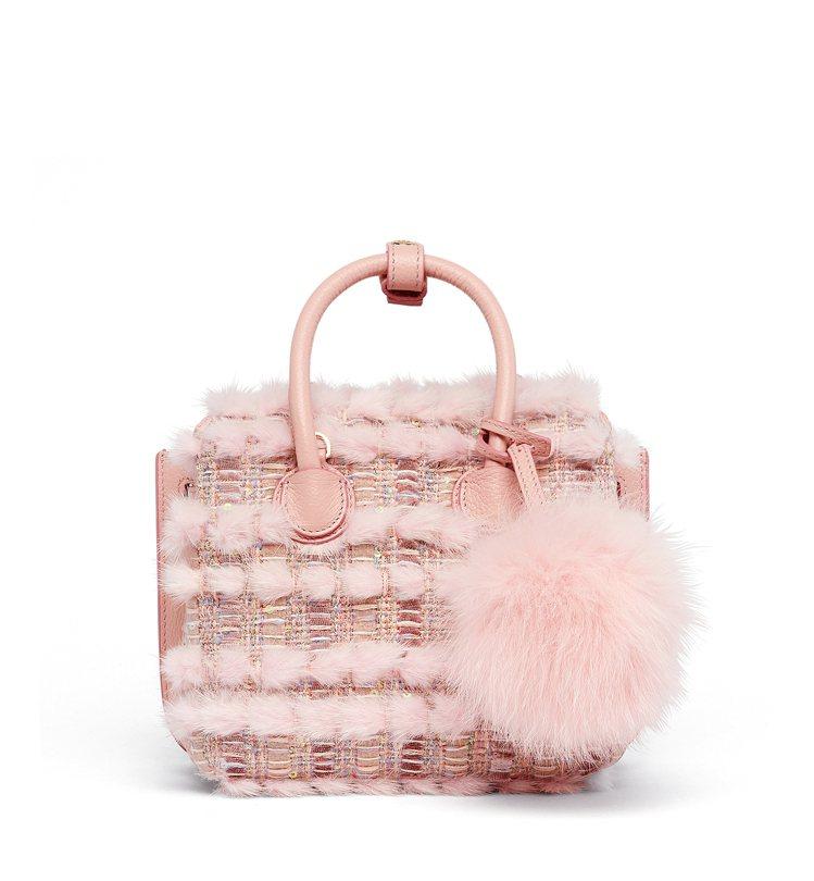 Milla迷你型粉色毛呢針織手袋,售價85,500元。圖/MCM提供