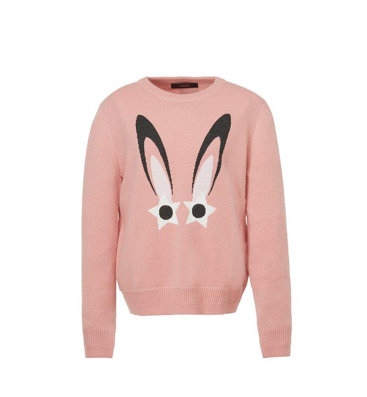 粉色星型眼睛兔針織上衣,售價14,500元。圖/MCM提供