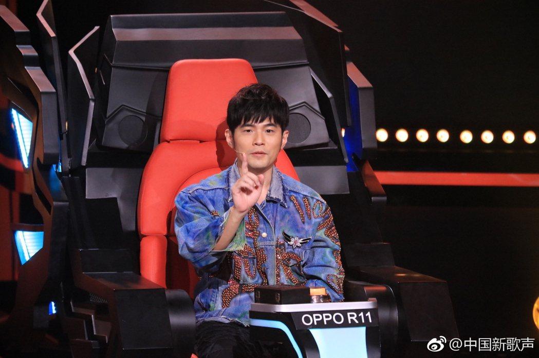 周董將繼續擔任「中國新歌聲」第3季導師。圖/擷自微博