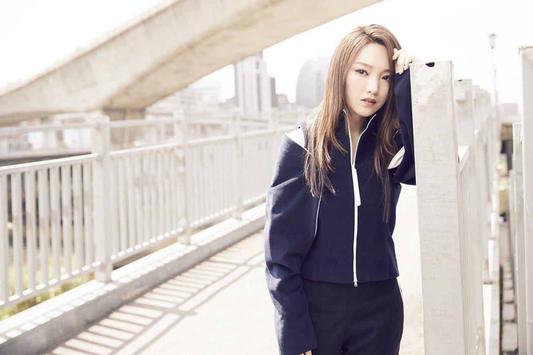 閻奕格拍攝新歌MV。圖/華研提供