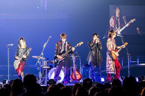 「日本搖滾天團」GLAY明年成軍30週年,6月時來台擔任金曲獎表演嘉賓,並與五月天怪獸合作歌曲「誘惑」,如今他們宣布將於明年3月17日在台北小巨蛋舉辦「SPRINGDELICS」演唱會,期待與台灣歌...
