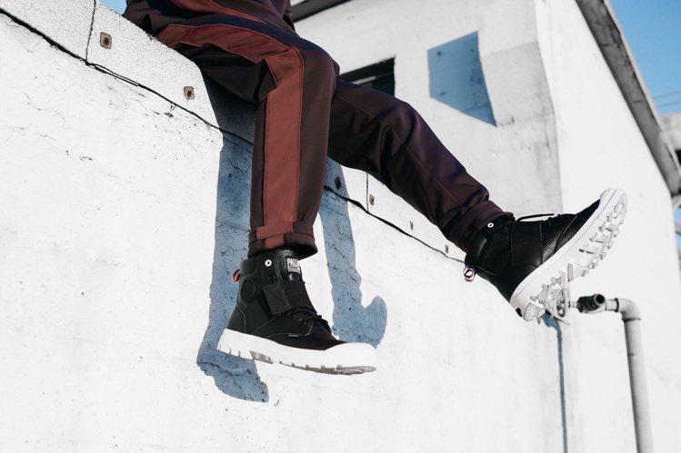 Palladium推出極致黑、白純色系列鞋款,讓潮人的冬季搭配不失色。圖/Pal...