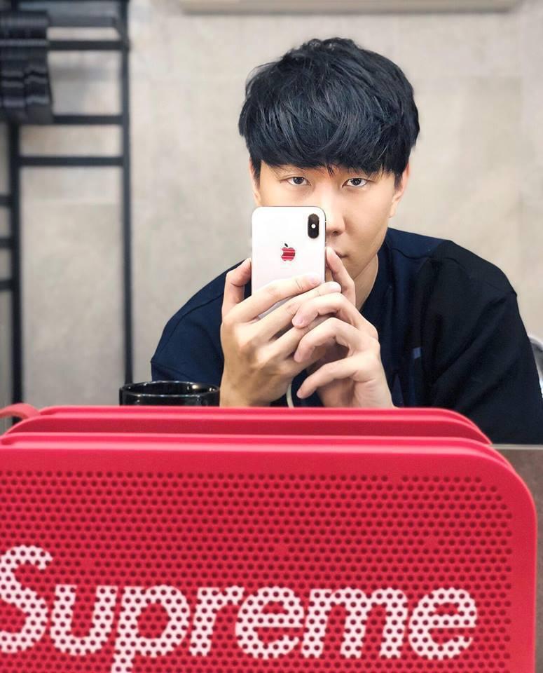 林俊傑在臉書秀出已到手的iPhone X。圖/摘自臉書