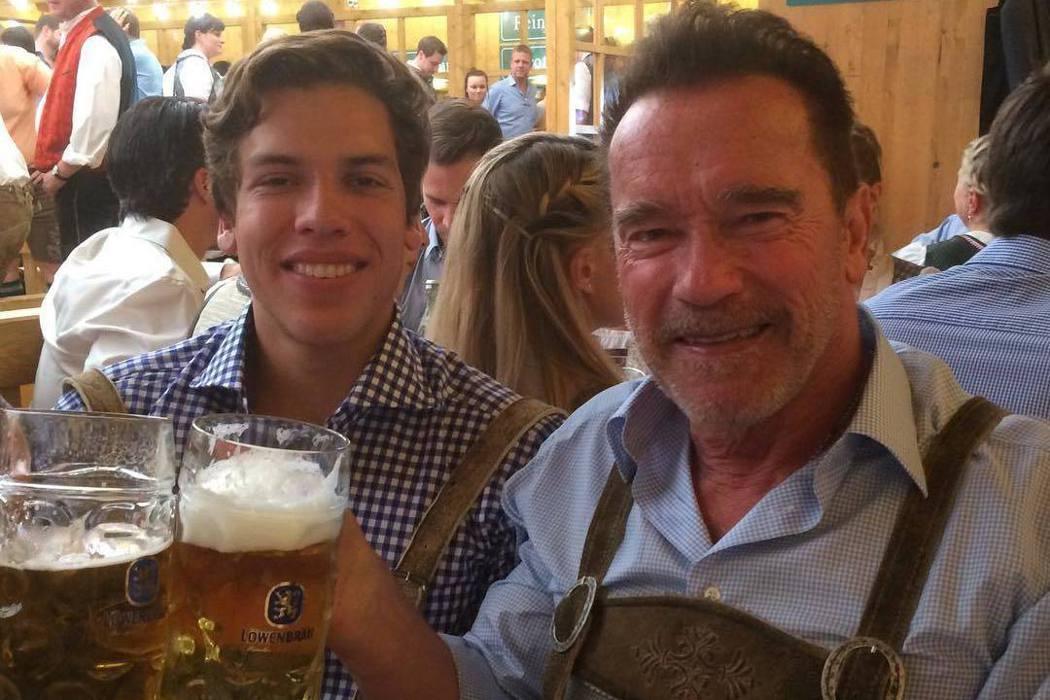 阿諾史瓦辛格(右)和非婚生的兒子約瑟夫這幾年關係很親密。圖/摘自Instagra