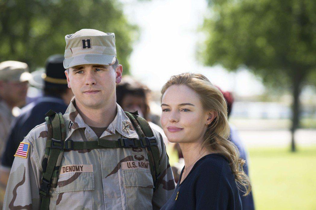 傑森瑞特與凱特波絲沃在「戰火歸途」扮演美軍夫妻。圖/國家地理頻道提供