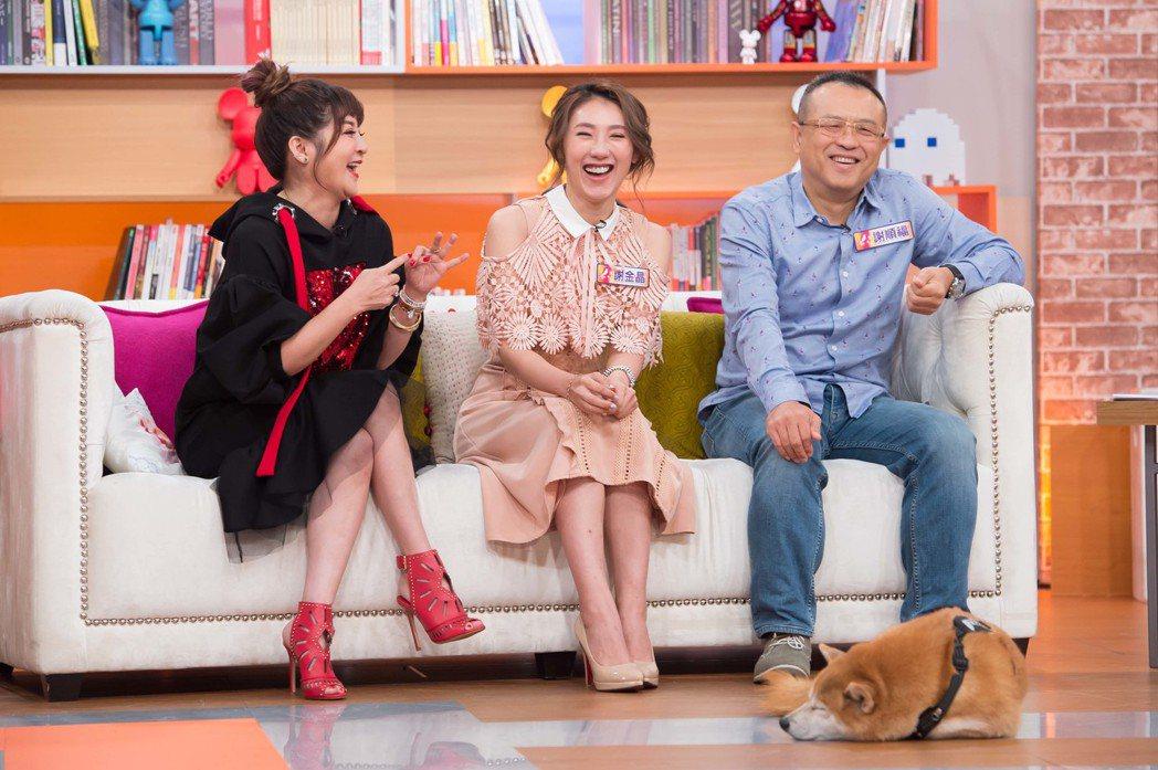 謝順福(右起)、謝金晶和王彩樺上TVBS「小燕有約」。圖/TVBS提供