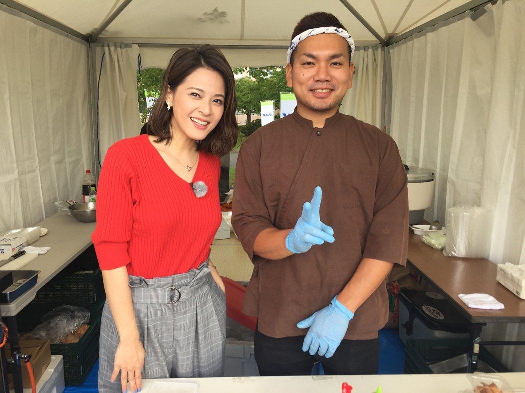 蘇晏霈(左)為節目到日本出外景,獻出主持處女秀。圖/民視提供