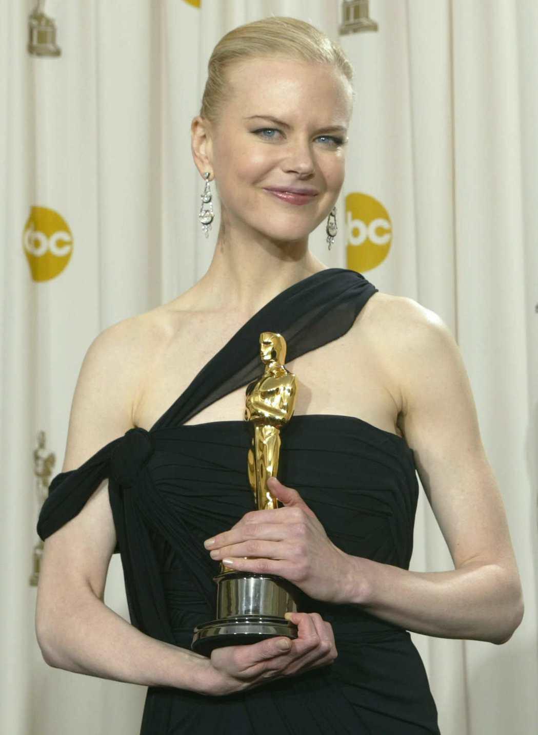 妮可基嫚奧斯卡得獎時臉上露出笑容,心中卻備感孤寂。圖/路透資料照片