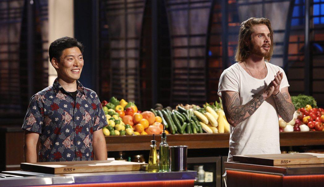 「廚神當道美國版」第8季有來自台灣家庭的參賽者王凱傑(左)。圖/Star Wor