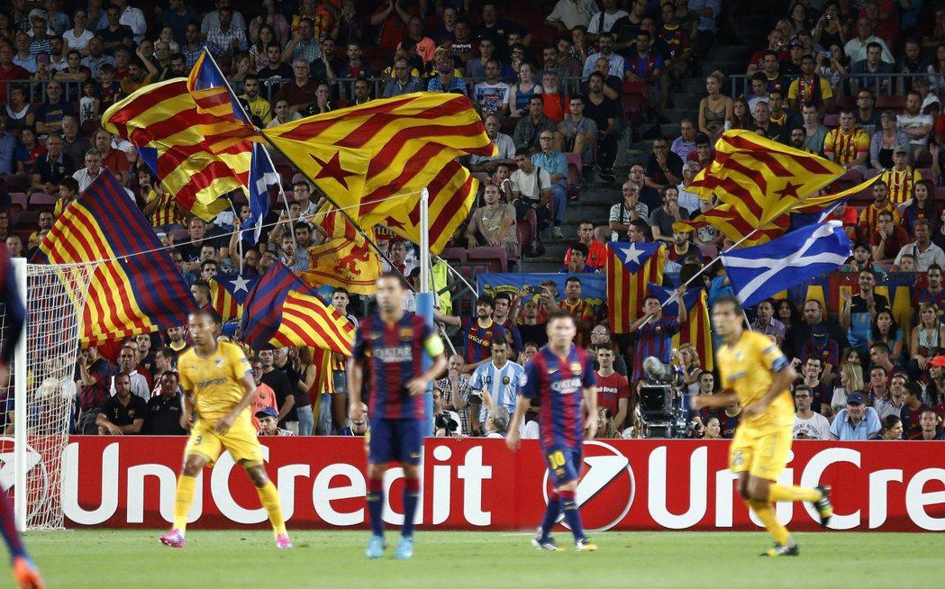 圖為2014年蘇格蘭舉行獨立公投時,「求獨浪潮」也感染西班牙加泰隆尼亞自治區,在...