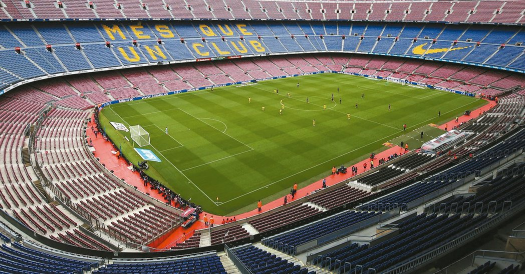 巴塞隆納的比賽與加泰獨立公投撞期,巴塞隆納為了安全起見決定閉門開踢。圖為觀眾席空...