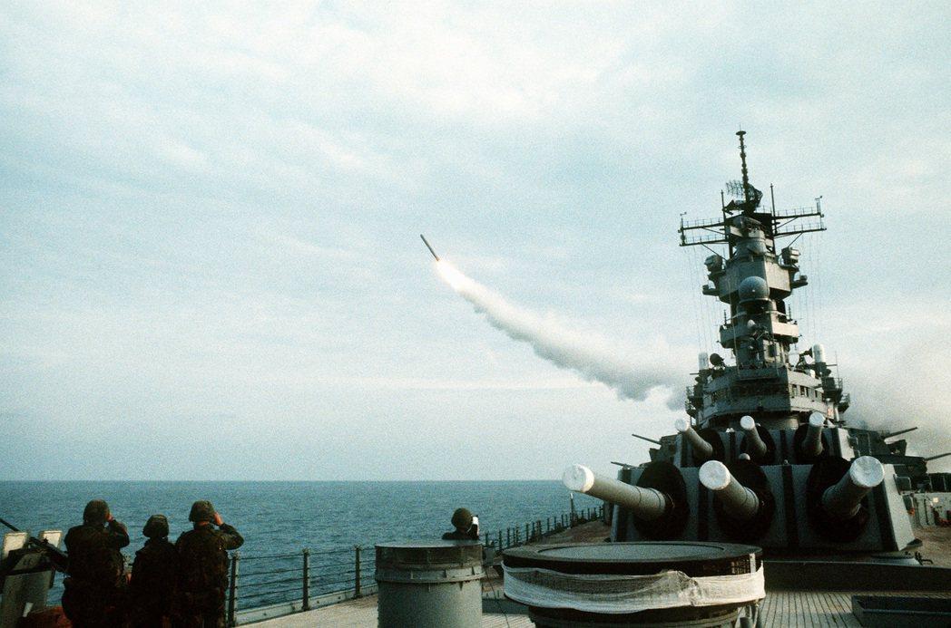 威斯康辛號上發射的「戰斧」。 圖/取自維基百科