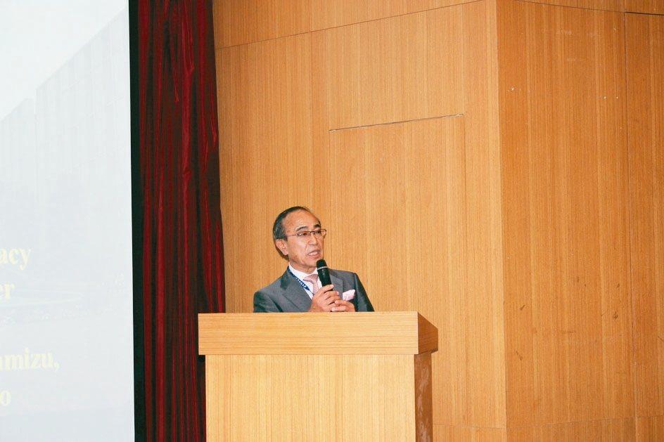 橫濱藥科大學總合健康中心渡邊泰雄主任教授。 吳佳汾/攝影
