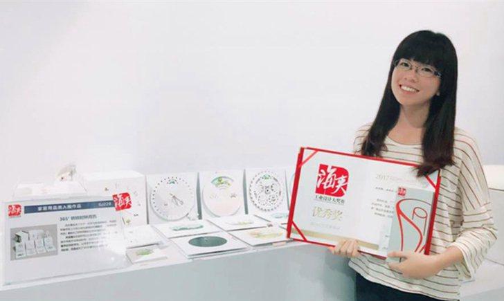 中國科技大學視覺傳達設計系學生徐靖雅以「365°轉轉時鐘月曆」作品獲奬。她說,在...